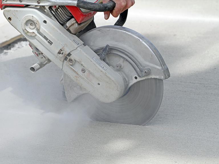 cięcie betonu maszyną